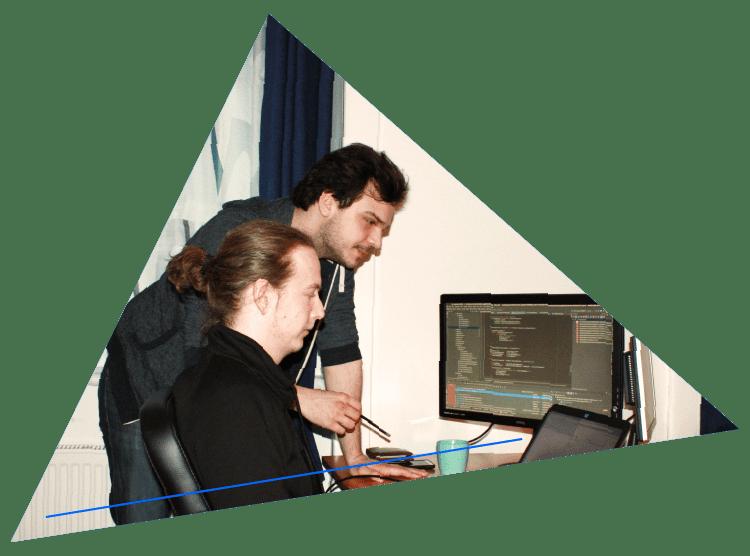 Stefan Ploner und David Duregger bei der Softwarentwicklung - rechnerherz