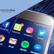 Smartphone mit Social Media Apps